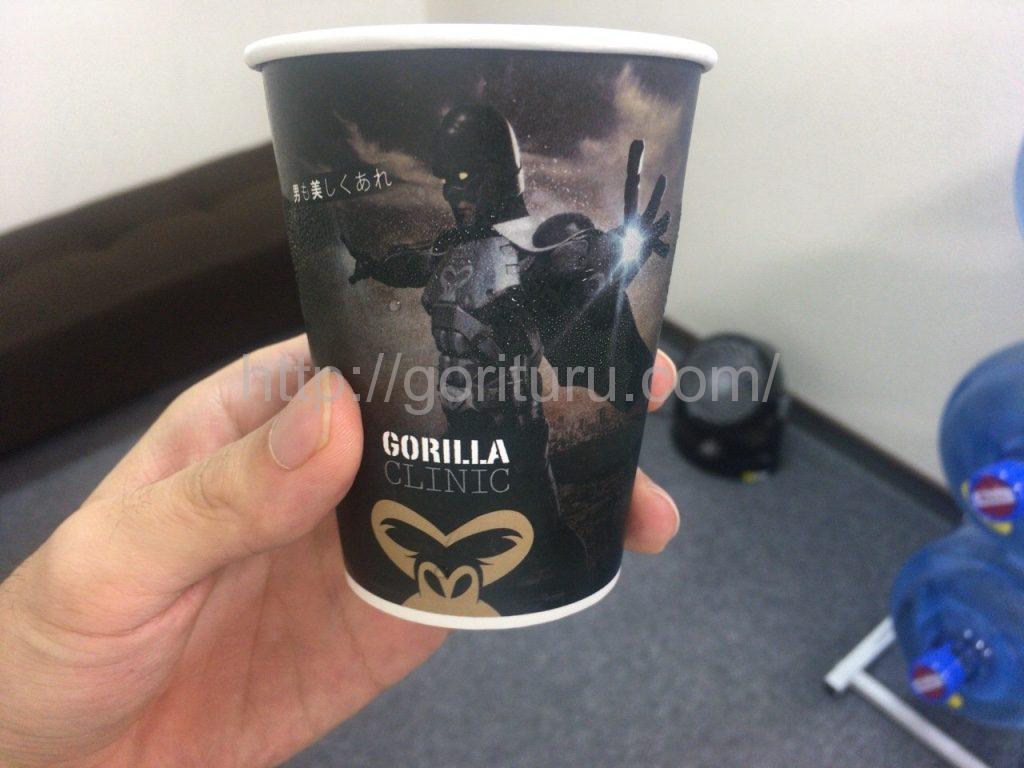 ゴリラクリニック上野院の無料自販機でオーダーしたコーヒー